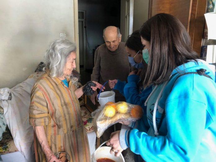 Voluntarios católicos asisten en Siria