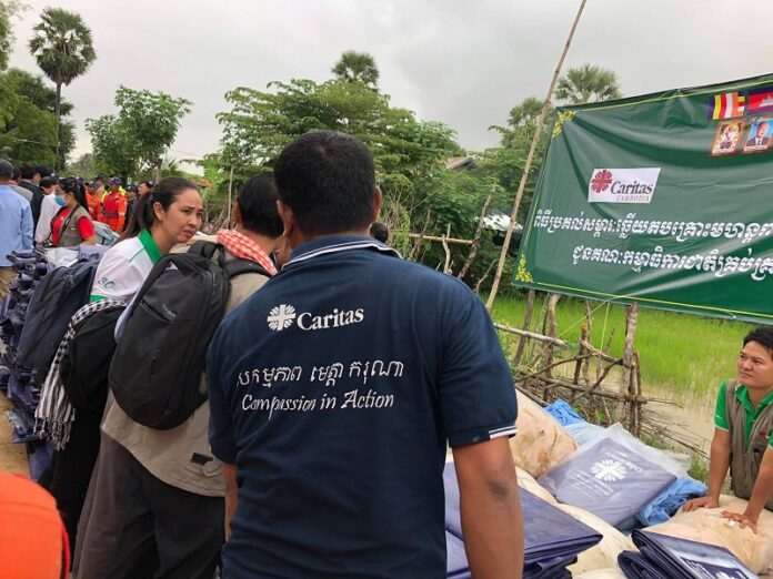 Católicos Camboya socorren inundaciones