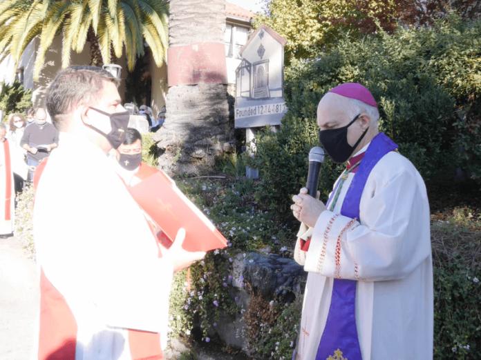 Arzobispo San Francisco realiza exorcismo