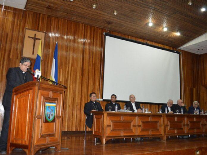 Obispos Venezuela gente huye
