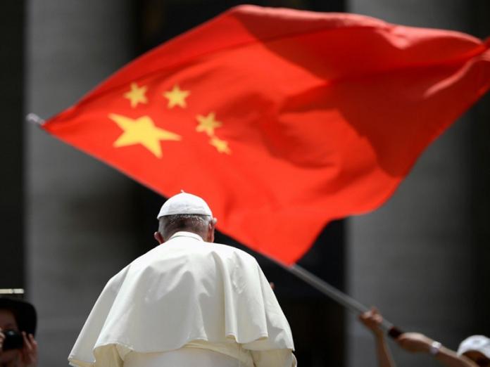 Vaticano y China renuevan acuerdo
