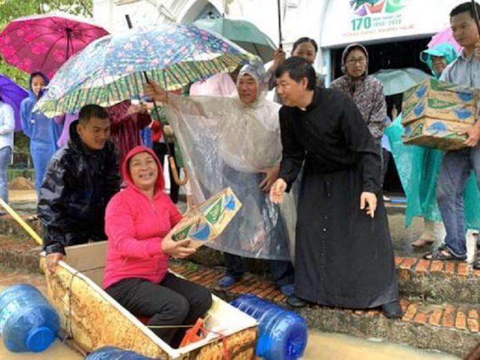 Católicos ayudar inundaciones Vietnam