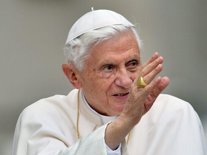 Benedicto XVI a diario concelebra Misa