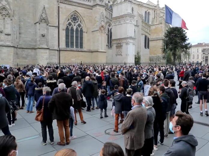Obispos de Francia reiteran reanudar Misas