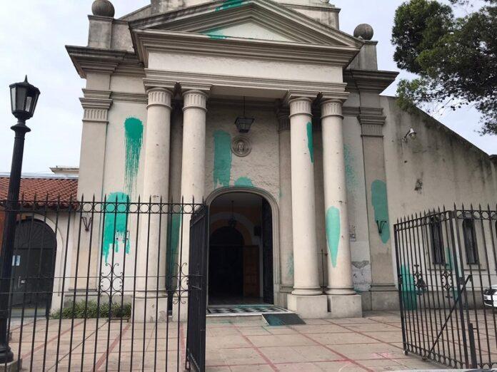 Aborteros vandalizan catedral de Merlo-Moreno