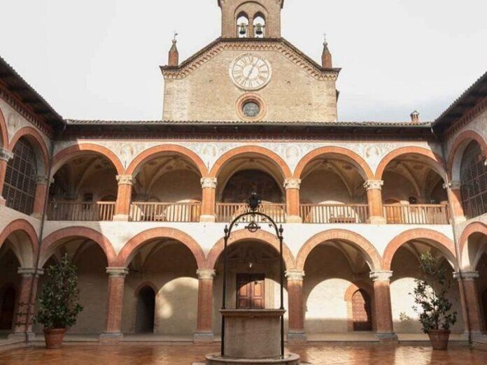 gobierno de España controlar un colegio católico