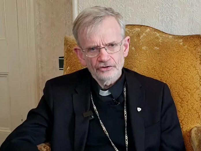 Obispo de Irlanda adoración a Dios