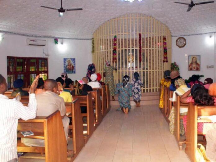 Católicos de Nigeria se reúnen en secreto