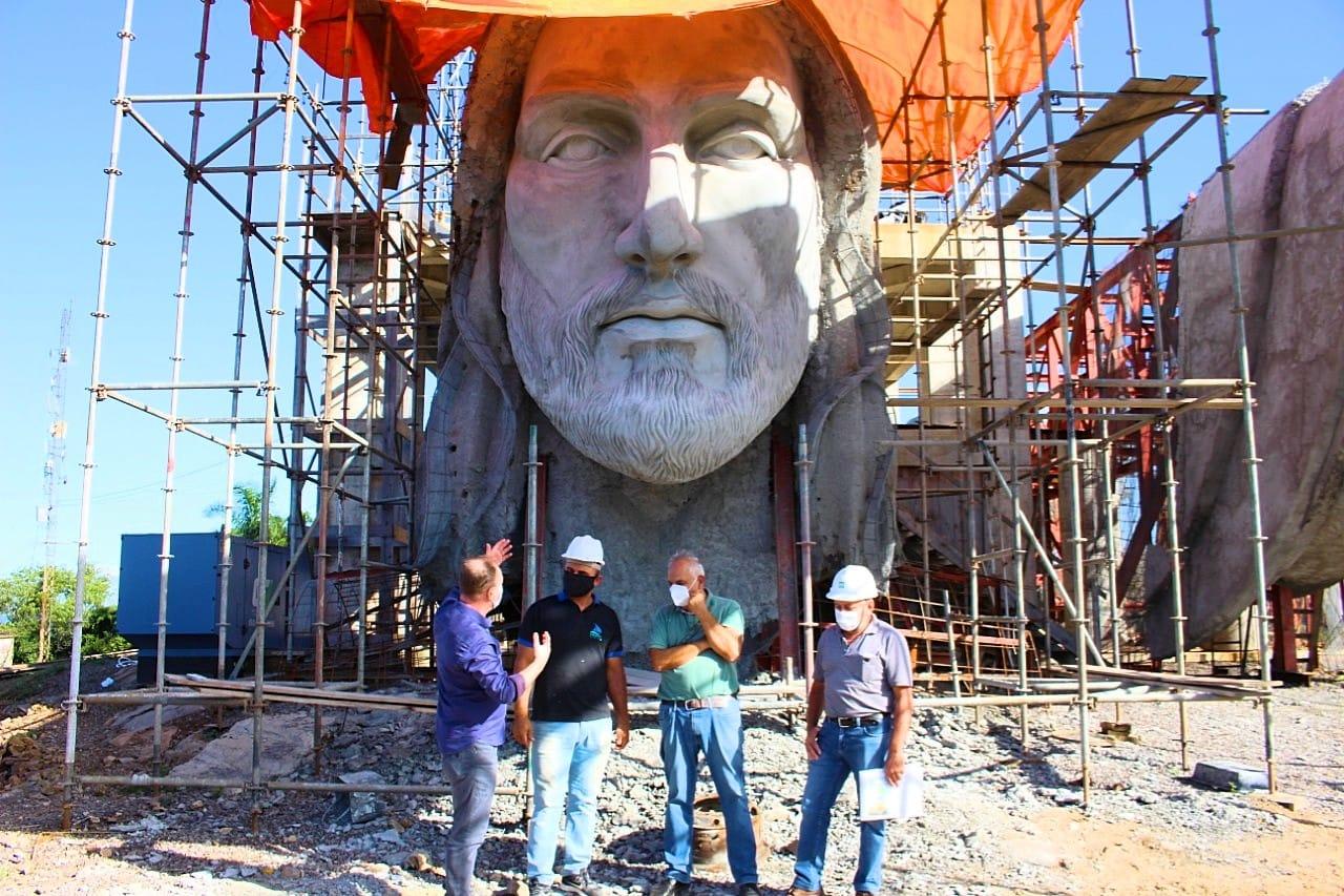 Construyen en Brasil estatua de Jesús