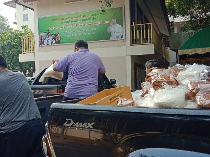 Católicos de Tailandia asisten a refugiados