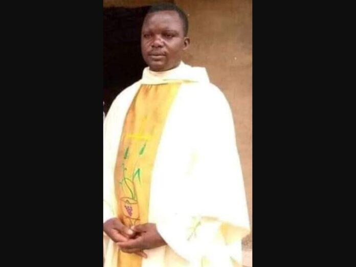 Grupo armado asesina a sacerdote