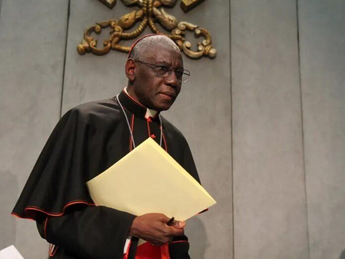 Francisco nombra al cardenal Sarah