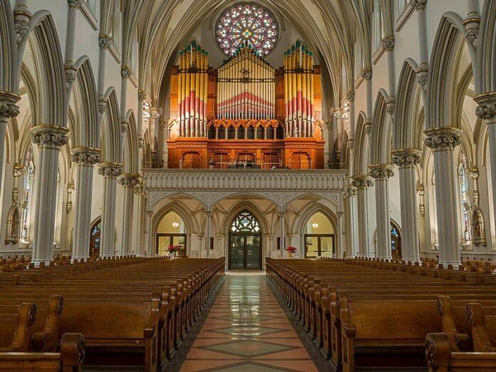 Las diócesis de Nueva York levantanLas diócesis de Nueva York levantan