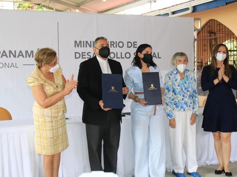 Iglesia en Panamá y gobierno