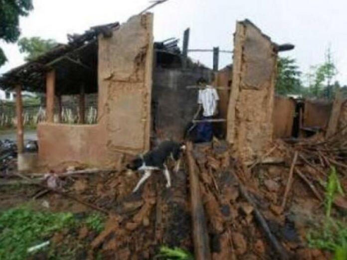 Multitud de hinduistas destruyen iglesia