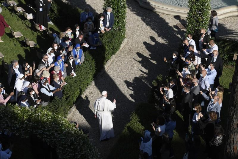 Francisco concluye maratón de oración