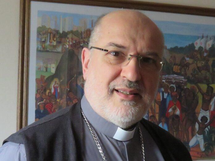 Arzobispo Azpiroz La caridad es un fuego