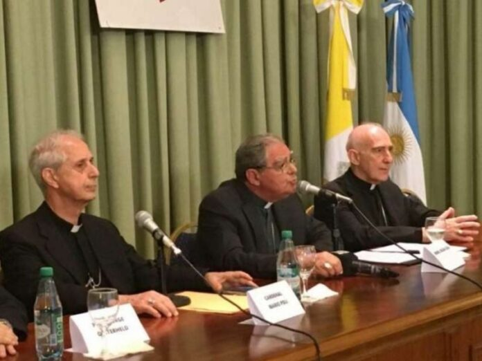 Obispos de Argentina celebraciones dentro de templos