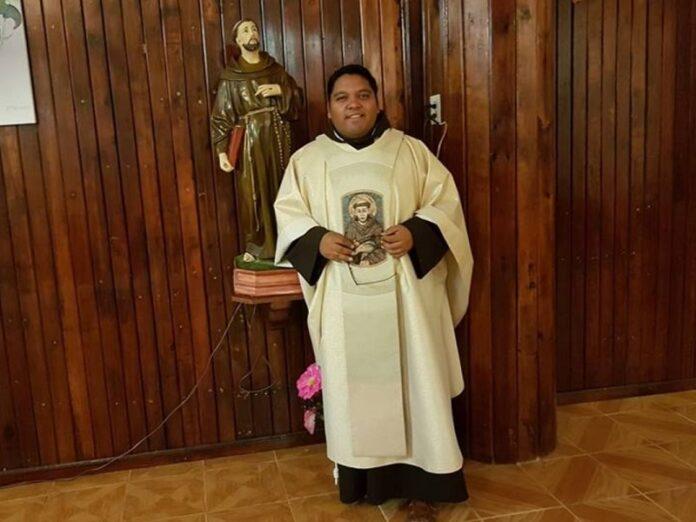 Asesinan a sacerdote franciscano