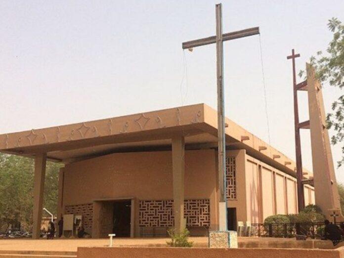Cristianos de Níger «rezan en los patios