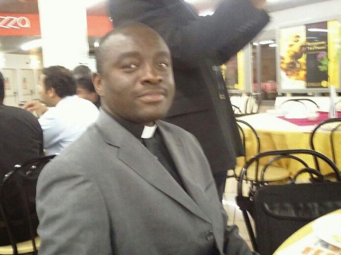 Liberan a vicario general de diócesis