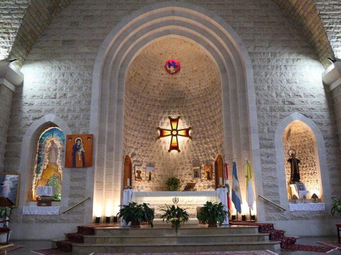 Profanan catedral maronita
