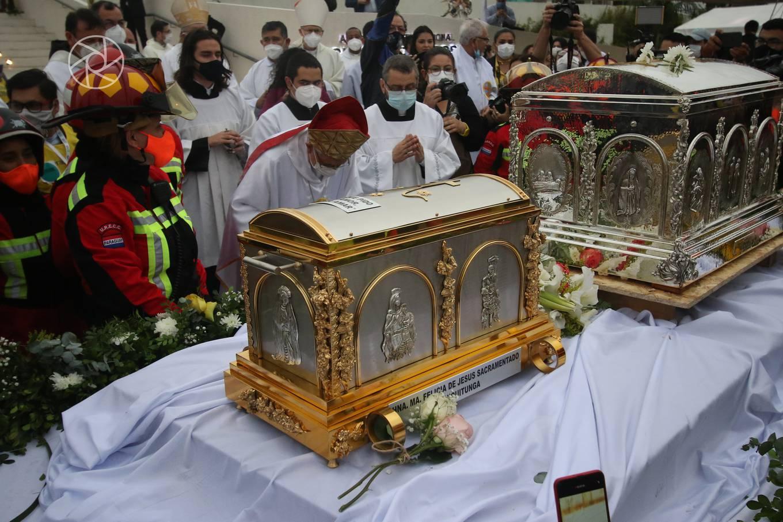 Católicos de Paraguay reciben las reliquias