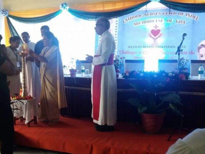 Enfermeros católicos voluntarios asisten