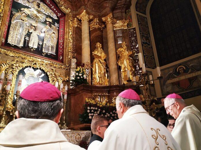Obispos de Polonia encomiendan la nación