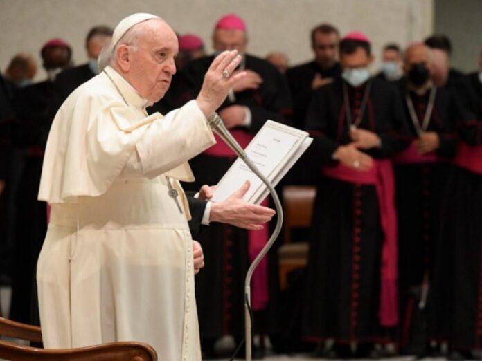 Francisco invita a rezar el Rosario