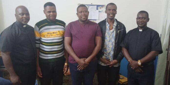 Liberan a 3 seminaristas secuestrados