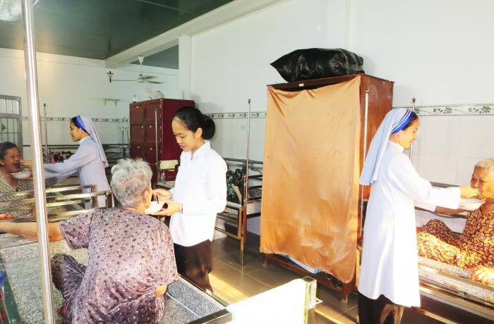 Religiosas en Vietnam asisten a 70